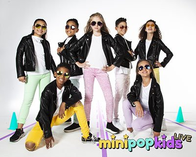 JJIU dance on stage with the mini pop kids live in concert